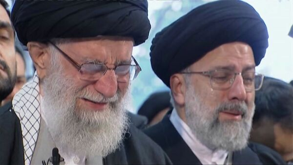 Ayatollah Ali Khamenei a Teheran per rendere omaggio al comandante Soleimani - Sputnik Italia