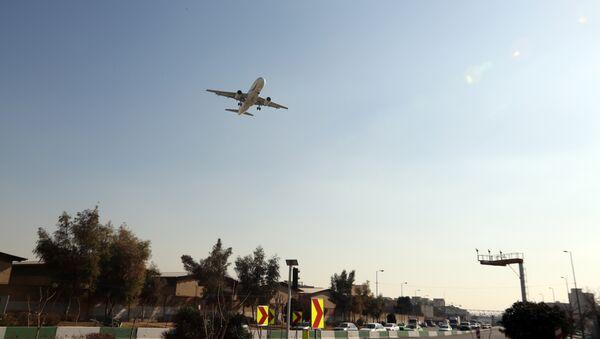 Un aereo prima dell'atterraggio all'aeroporto di Mehrabad a Teheran  - Sputnik Italia