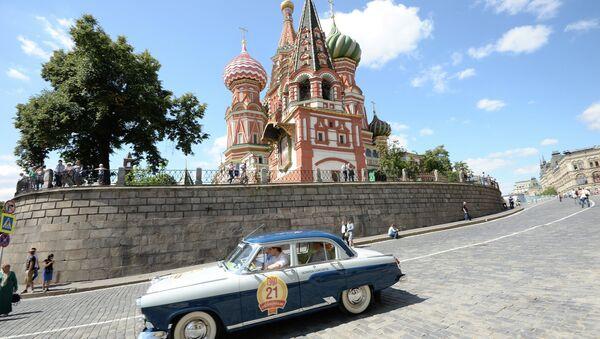 Icone di stile: auto d'epoca sulla Piazza Rossa - Sputnik Italia