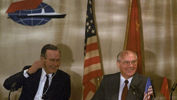 L'incontro tra Mikhail Gorbaciov e George H.W. Bush in Malta, 1991 - Sputnik Italia