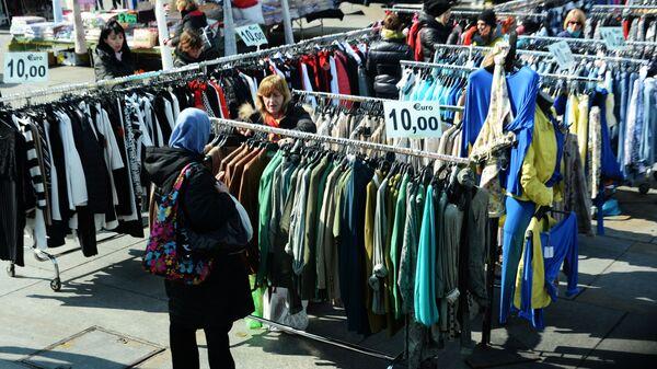 Donne tra i banchi di un mercato - Sputnik Italia