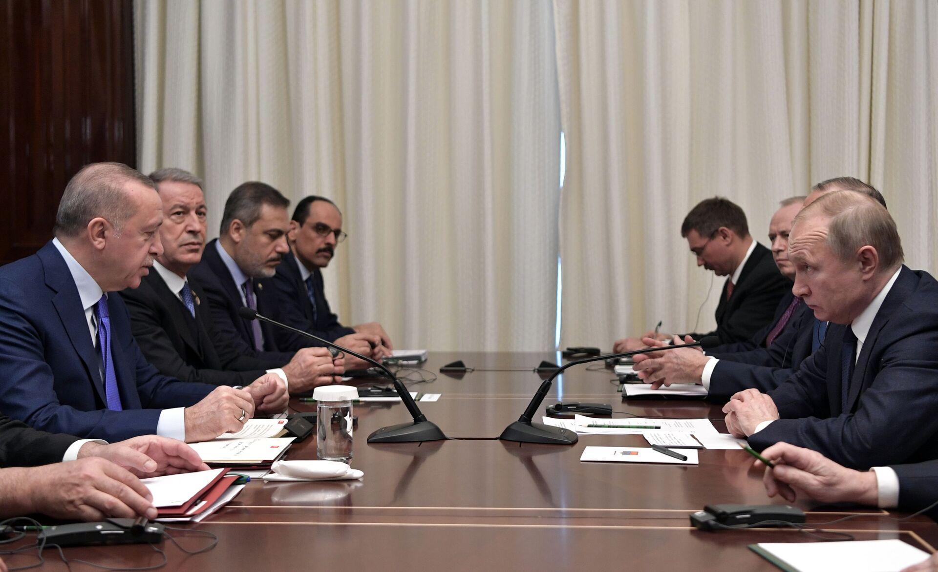 Il presidente russo Vladimir Putin durante un incontro con il presidente turco Recep Tayyip Erdogan alla Conferenza internazionale sulla Libia a Berlino - Sputnik Italia, 1920, 18.05.2021