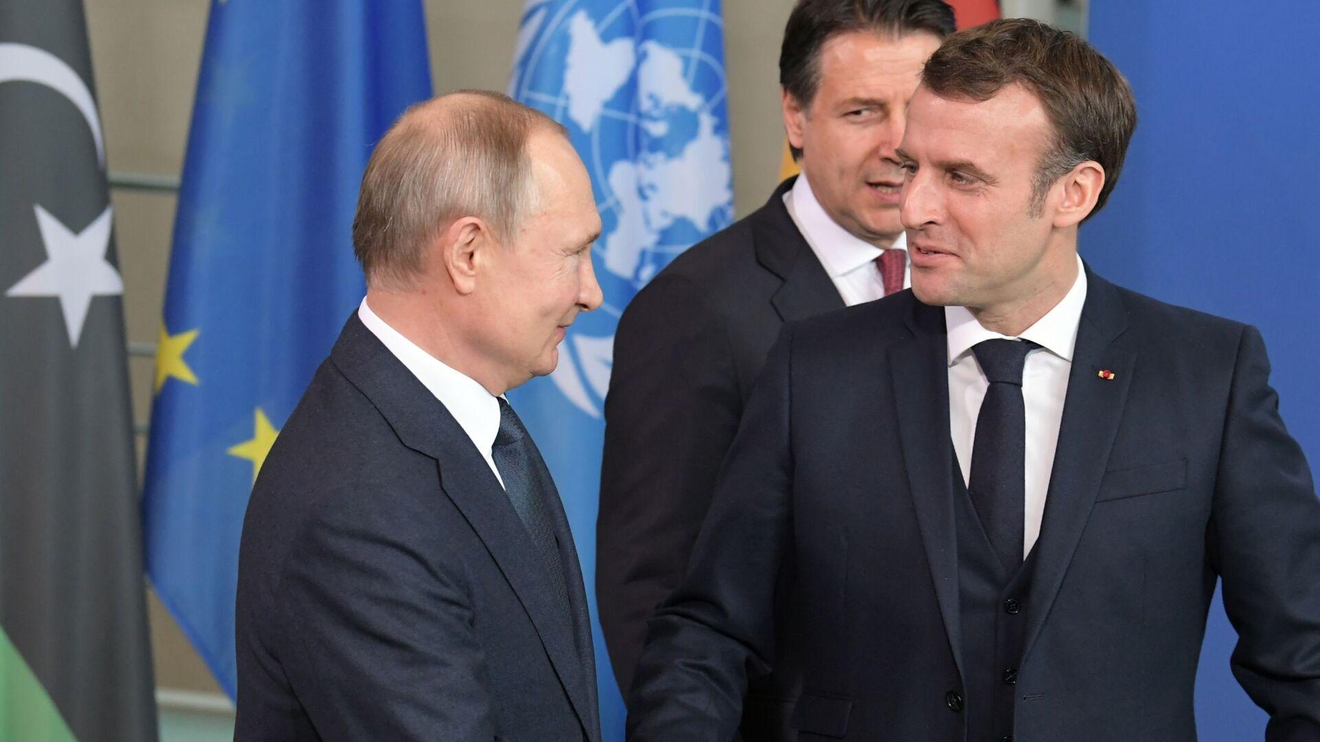 Il presidente russo Vladimir Putin e il Presidente francese Emmanuel Macron alla Conferenza internazionale sulla Libia a Berlino - Sputnik Italia, 1920, 03.07.2021
