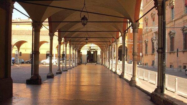 Il portico di Santa Maria dei Servi a Bologna - Sputnik Italia