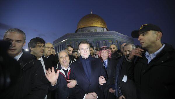 French President Emmanuel Macron, center, visits the al-Aqsa mosque compound in Jerusalem, Wednesday, Jan. 22, 2020. - Sputnik Italia
