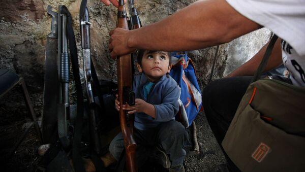 Bambino armato in Messico - Sputnik Italia