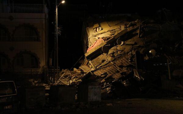 Numerosi edifici sono stati ridotti in macerie dall'imponente sisma che ha interessato la Turchia - Sputnik Italia