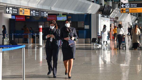 Il personale dell'aeroporto Fiumicino in maschere - Sputnik Italia