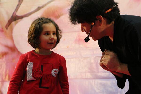 Il mago giapponese Keiichi Iwasaki al Festival dell'Oriente a Milano - Sputnik Italia