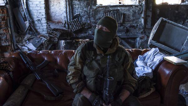 Un miliziano nel Donbass - Sputnik Italia