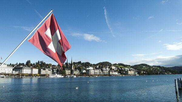 Bandiera svizzera a Lucerna - Sputnik Italia