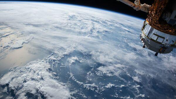 Un satellite in orbita - Sputnik Italia