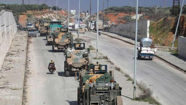 Convoglio militare turco vicino al confine tra Turchia e Siria - Sputnik Italia