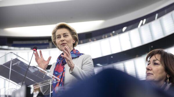 Il presidente della Commissione Europea Ursula von der Leyen  - Sputnik Italia