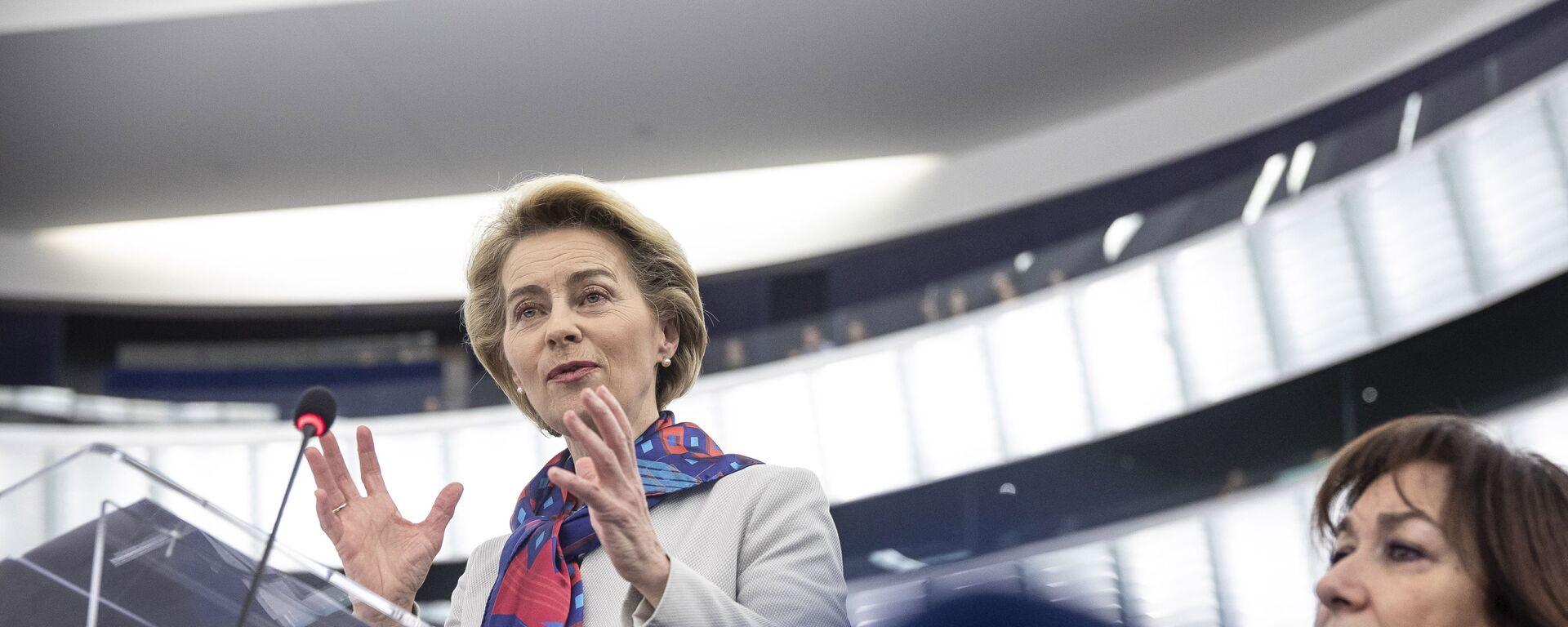 Il presidente della Commissione Europea Ursula von der Leyen  - Sputnik Italia, 1920, 21.08.2021