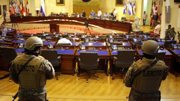 I militari dentro il Parlamento a El Salvador - Sputnik Italia