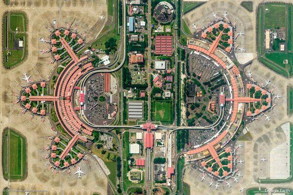 Vista dell'aeroporto internazionale Soekarno-Hatta a Tangerang nella provincia di Banten, Indonesia - Sputnik Italia