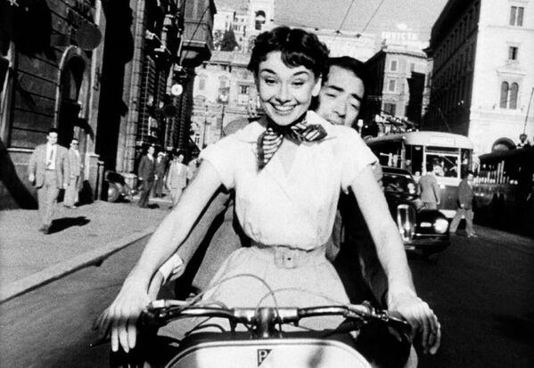 Audrey Hepburn e Gregory Peck nel film Vacanze romane, 1953  - Sputnik Italia