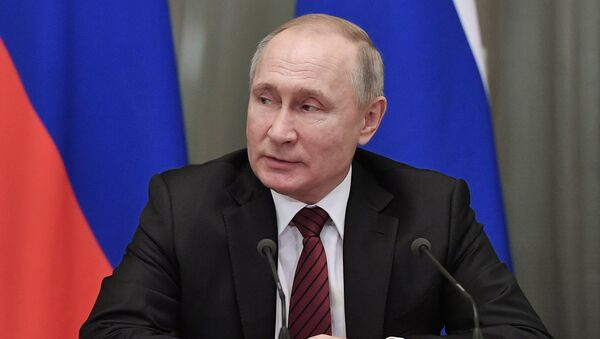 Russia President Vladimir Putin hold a meeting with members of the new national government at the Government's headquarter, in Moscow, Russia - Sputnik Italia