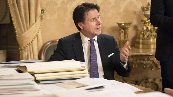Palazzo Chigi, 13/02/2020 - Il Presidente Conte prima della conferenza stampa al termine della riunione del Consiglio dei Ministri. - Sputnik Italia