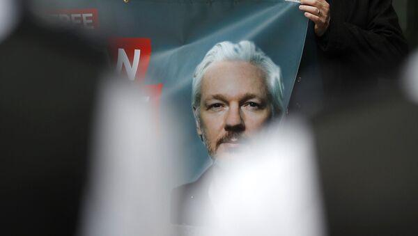 La manifestazione a sostegno di Julian Assange - Sputnik Italia