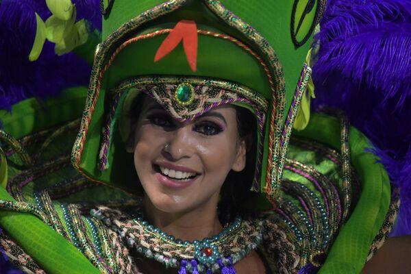 Scuola di samba Mancha Verde si esibisce durante la prima notte del Carnevale a San Paolo in Brasile, il 22 febbraio 2020 - Sputnik Italia