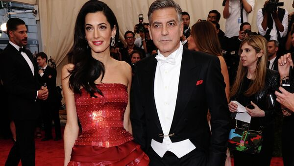 Amal and George Clooney arrive at The Metropolitan Museum of Art's Costume Institute benefit gala. - Sputnik Italia