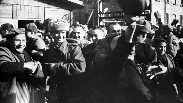 Il campo di concentramento Auschwitz viene liberato dall'Armata Rossa (foto d'archivio) - Sputnik Italia