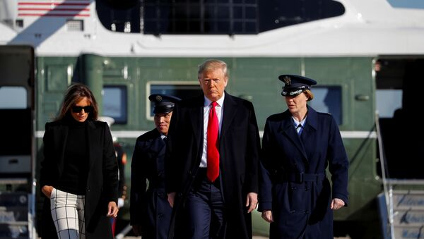 U.S. President Donald Trump and first lady Melania Trump walk from Marine One to board Air Force One to depart Washington for travel to India - Sputnik Italia