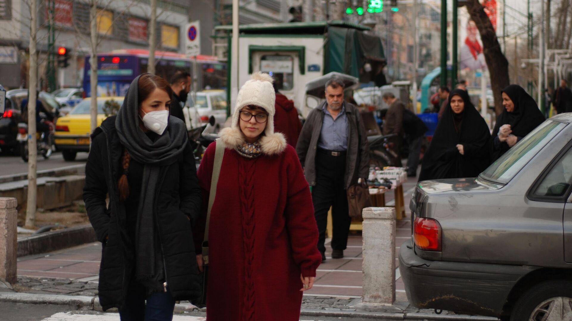 Gli abitanti di Teheran in mascherine - Sputnik Italia, 1920, 26.09.2021