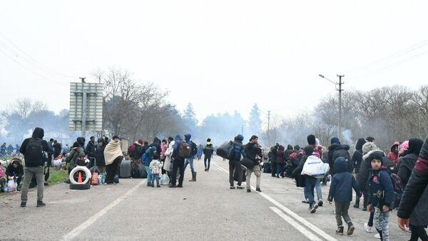 Migranti al confine greco-turco - Sputnik Italia