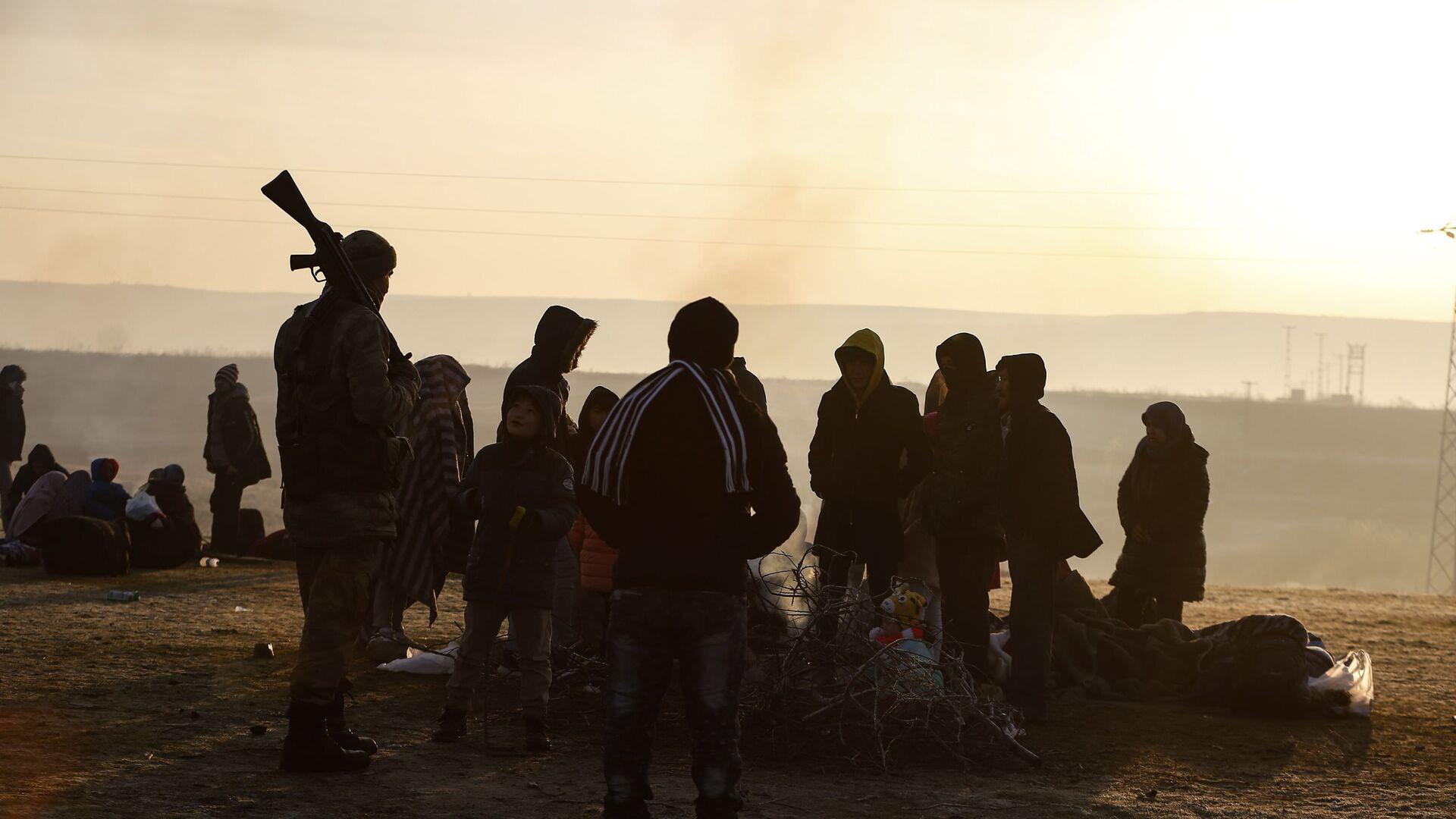 Migranti radunati al fiume Maritsa, Edirne, Turchia, Marzo 2020 - Sputnik Italia, 1920, 26.03.2021