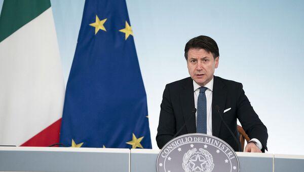 Conferenza stampa del Presidente Conte sulle nuove misure del Governo per il contrasto e la prevenzione della diffusione del virus COVID-19 - Sputnik Italia