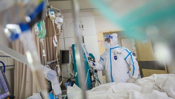 Medico a Wuhan - Sputnik Italia