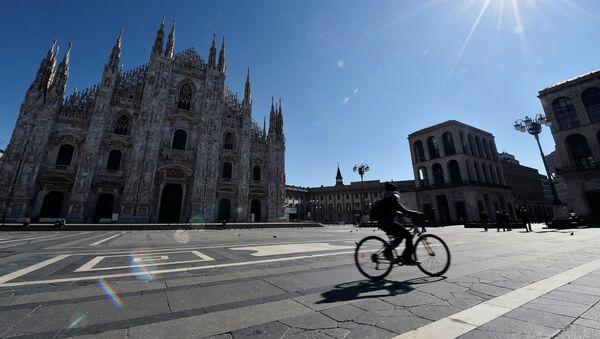 La piazza di Duomo di Milano deserta - Sputnik Italia