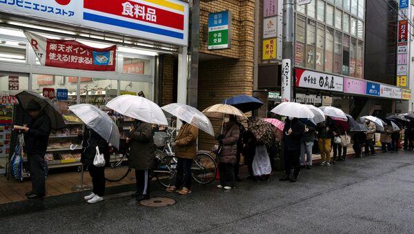 La coda per comprare la carta igienica a Tokyo - Sputnik Italia