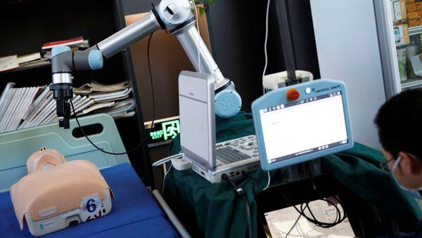 Robot per tamponi coronavirus creato in Cina - Sputnik Italia