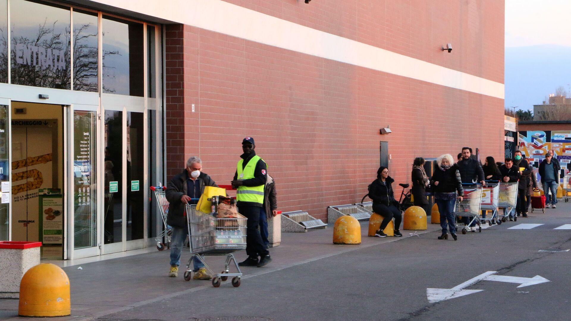 La coda al supermercato - Sputnik Italia, 1920, 12.02.2021