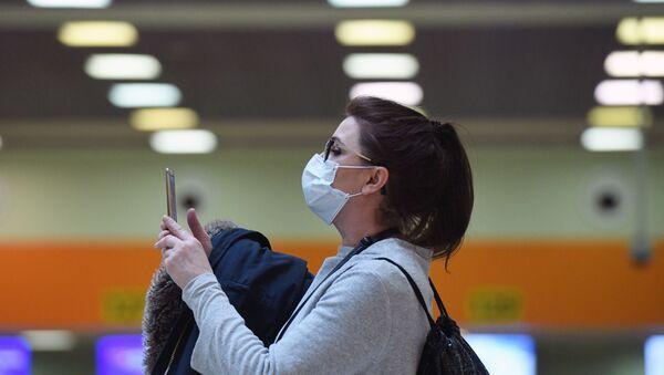 Donna con una mascherina - Sputnik Italia