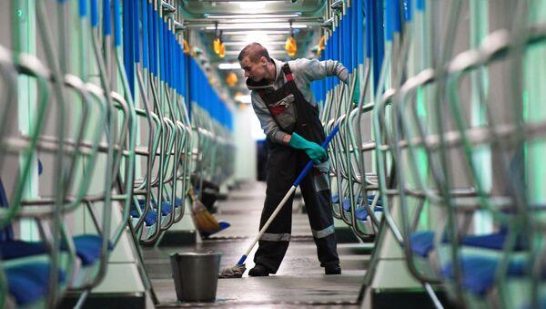 La disinfezione dei vagoni della metropolitana di Mosca - Sputnik Italia