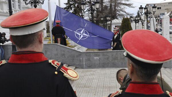 Bandiera Nato a Skopye - Sputnik Italia