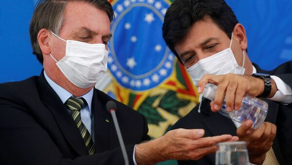 Президент Бразилии Жаир Болсонару и Луис Энрике Мандетта во время конференции в Бразилии - Sputnik Italia