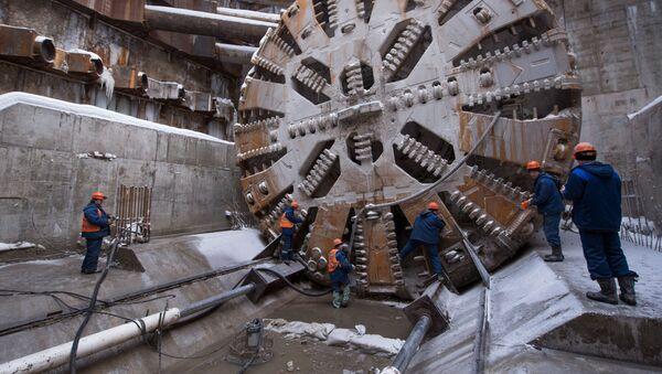 Una fresa meccanica a piena sezione durante la costruzione della metropolitana di Mosca - Sputnik Italia