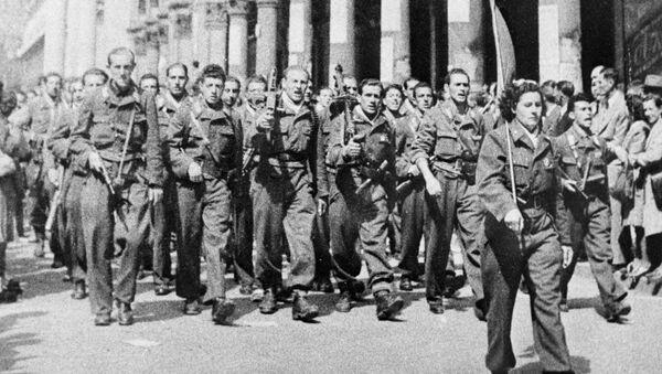 Partigiani italiani sfilano a Milano - Sputnik Italia