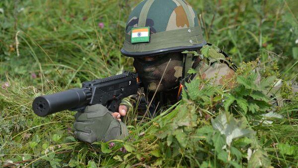 Un soldato delle forze armate indiane - Sputnik Italia