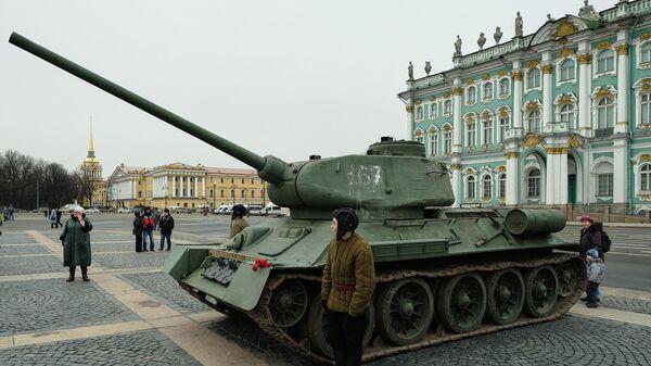 Un carro armato T-34-85 a San Pietroburgo - Sputnik Italia