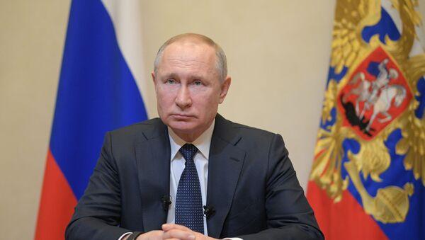 Il presidente russo Vladimir Putin si è rivolto alla nazione riguardo la diffusione del coronavirus nel paese durante una conferenza stampa - Sputnik Italia