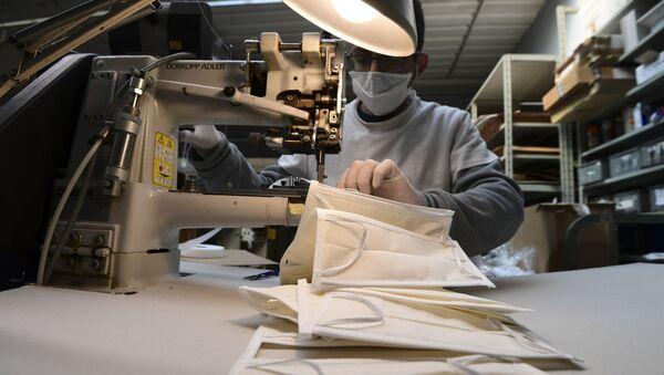 La produzione delle mascherine in Italia - Sputnik Italia