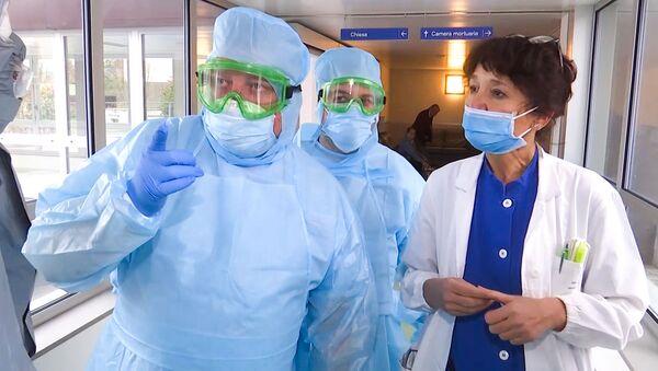I medici militari russi visitano l'ospedale a Bergamo - Sputnik Italia