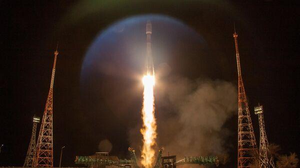 Baikonur, lancio del razzo vettore Soyuz-2.1b con lo stadio Fregat e 34 satelliti OneWeb - Sputnik Italia